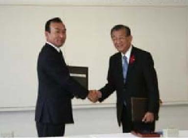 2010年10月19日(火) 矢掛町と当社での調印式の様子